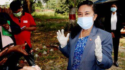 संक्रमितको मृत्युपछि कोभिड अस्पतालमा मन्त्रीको अनुगमन