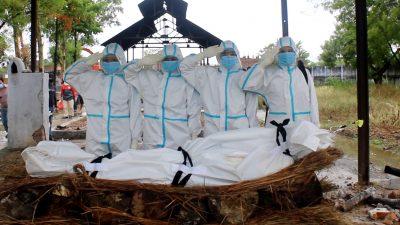 कोभिड–१९ संक्रमितको शव व्यवस्थापनमा जुटेको 'वुमन स्क्वायड'