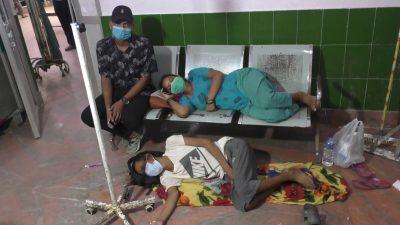 अस्पतालमा ज्वरोका बिरामी बढे, बेड नपुगेपछि भुँइमै राखेर उपचार