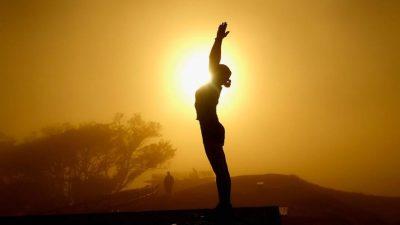 सूर्य नमस्कार गरौँ, स्वस्थ रहौं